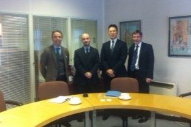 Clive Tant, BJ Chong y Mathew Poli, partners en Palmers Solitors, y Alejandro Guerrero Salvador, socio director en Grupo Salvador.